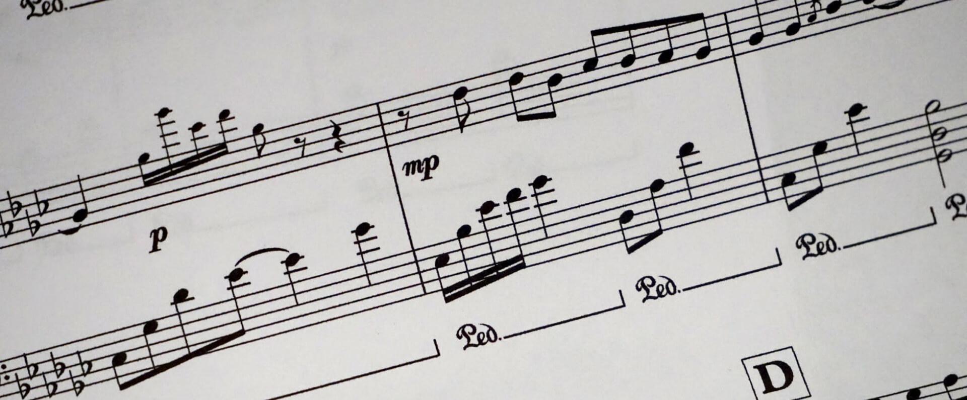 piano-tutor-musical-note-bg